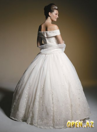 Именно поэтому выбор свадебного наряда для невесты - это всегда головная боль. Что выбрать - платье или костюм
